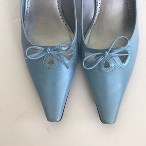 Franco Sarto blue leather pointed toe shoes